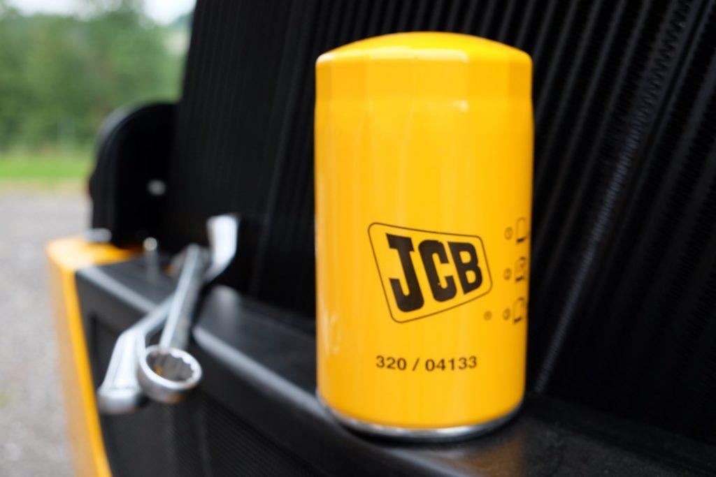 JCB original Ersatzteil mit Schraubenschlüsseln
