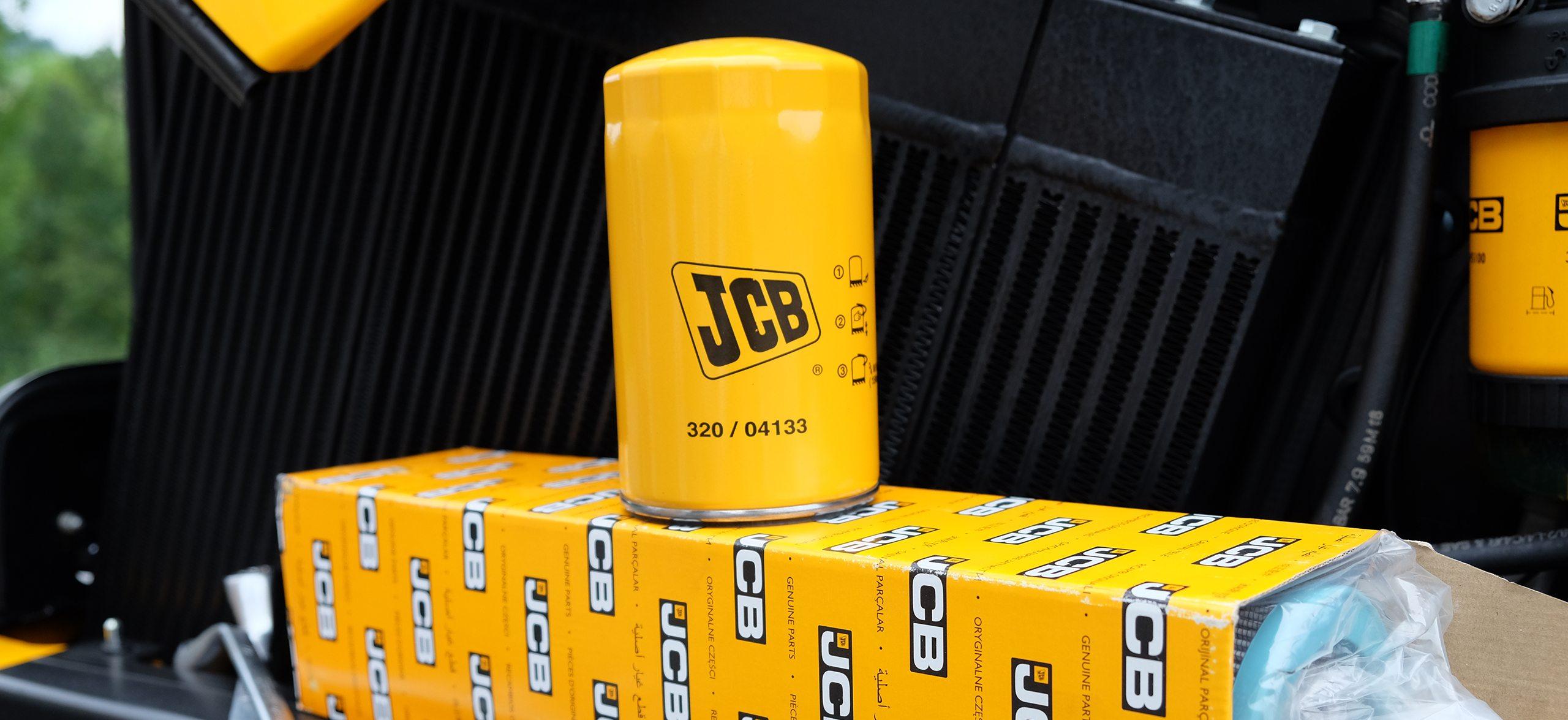 JCB original Ersatzteil steht auf JCB Verpackungskarton.